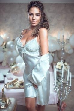 Луксозен комплект къса сатенена нощница с халат